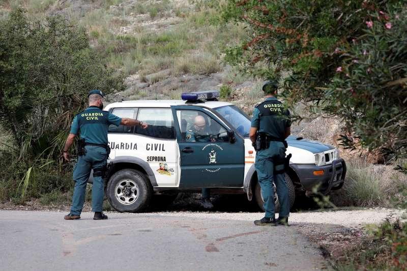 La Guardia Civil, en busca del cuerpo de Marta, en una imagen de estos días. EFE/Ana Escobar