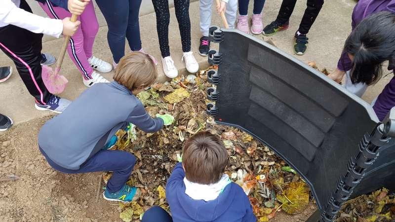 Proyecto de compostaje del CVI en un colegio de l
