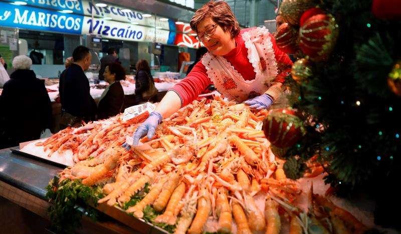 Una pescadera del Mercado Central de València. EFE/Archivo