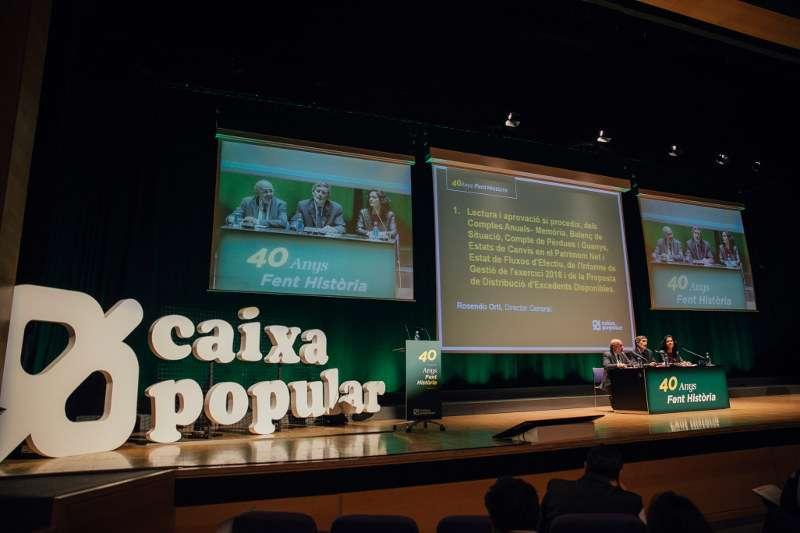 Instante de la conferencia para analizar el estado de las cuentas de Caixa Popular