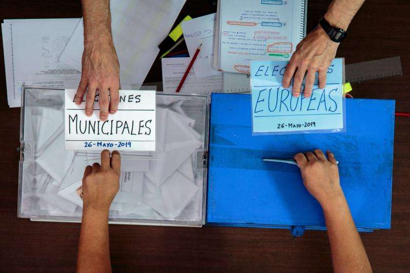 Dos urnas para las municipales y las europeas. EFE