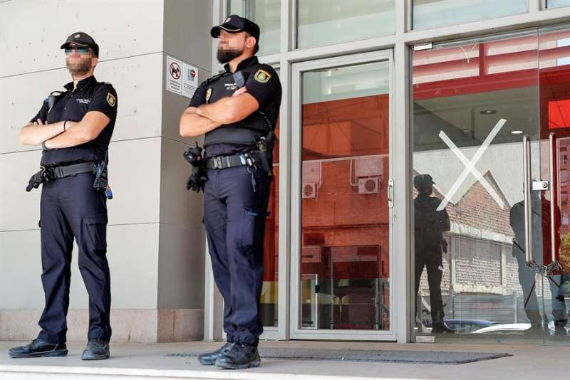 Dos agentes de la Policía Nacional en una imagen de archivo. EFE/Archivo