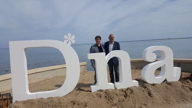 Colomer con el alcalde de Dènia. EPDA