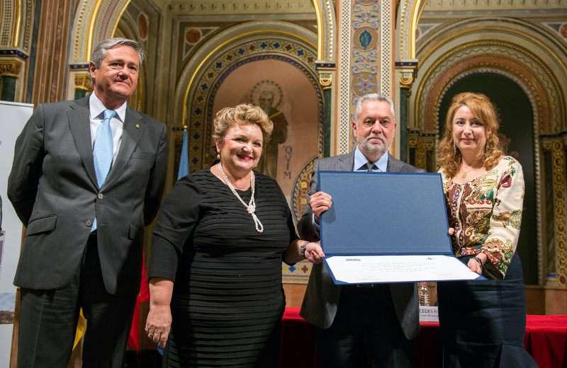 Francisco Valls recogiendo el premio