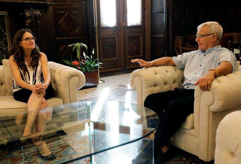 Ribó pedirá una reunión del Consejo Rector de La Marina para abordar la deuda. El alcalde de Valencia, Joan Ribó, reunido hoy con la vicepresidenta y consellera de Igualdad y Políticas Inclusivas, Mónica Oltra. EFE