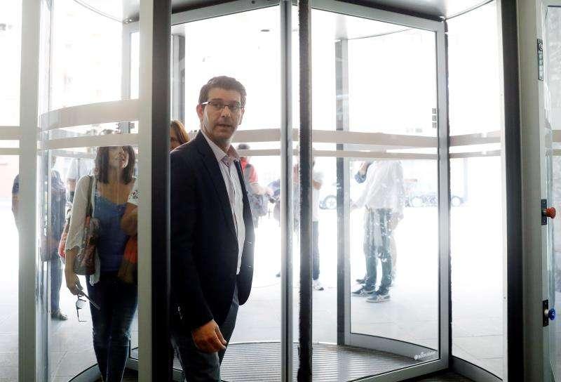 El alcalde de Ontinyent, Jorge Rodríguez, a su llegada a la Ciudad Administrativa 9 d