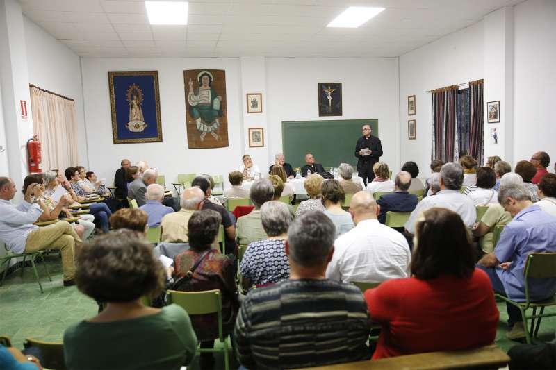 Los obispos auxiliares en la reunión de Benifairó de les Valls. EPDA