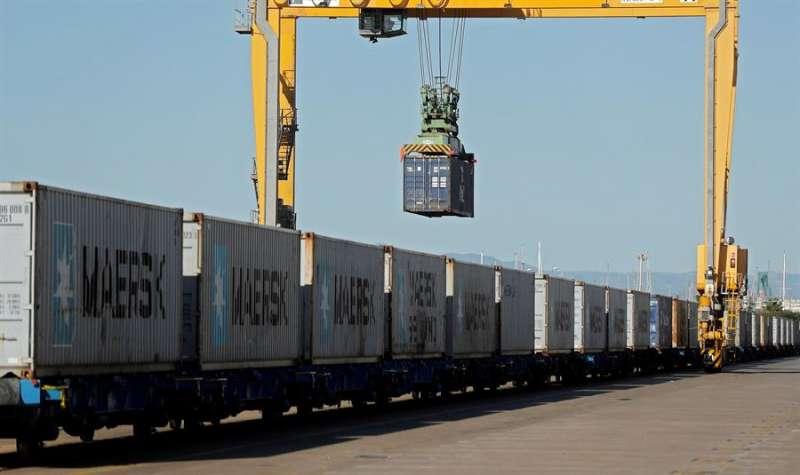 Vista general de la carga desde que la Autoridad Portuaria de Valencia. EFE/Kai Försterling/Archivo