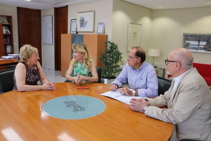 Representantes del ICOMV se reúnen con la consellera de Sanitat, Ana Barceló. COLEGIO DE MÉDICOS DE VALÈNCIA