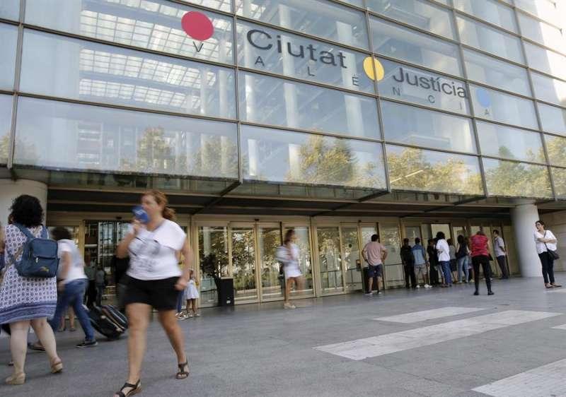 Imagen de la fachada de la Ciudad de la Justicia de València. EFE/Juan Carlos Cádenas