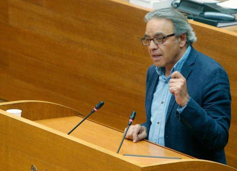 El síndic del PSPV, Manolo Mata, en la tribuna de Les Corts. EFE/Archivo