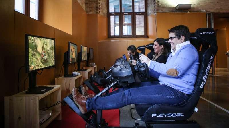 Mujeres jugando a un videojuego. EPDA