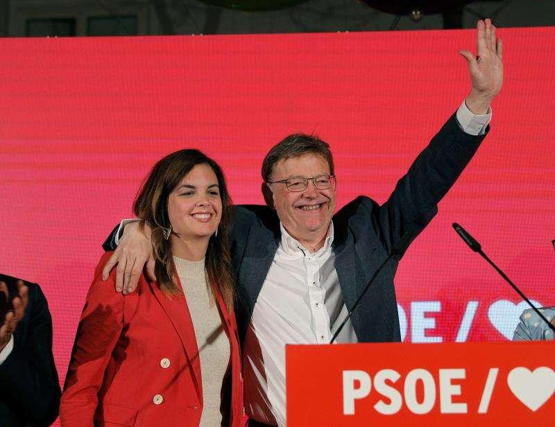 El presidente de la Generalitat en funciones Ximo Puig junto a la candidata a la alcaldía de Valencia por el PSPV, Sandra Gómez.