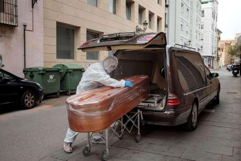 Fallecido por covid en un vehículo / EPDA