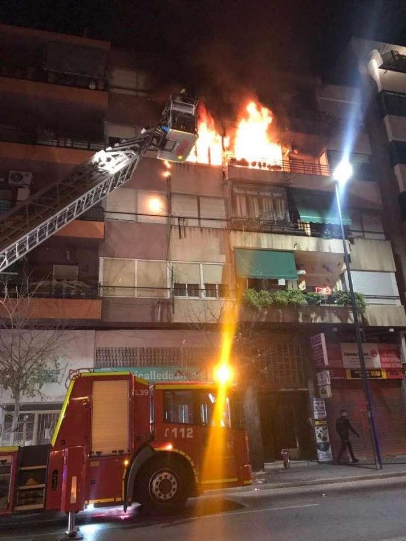 Imagen del incendio declarado esta madrugada en Alicante. EFE/Ayuntamiento Alicante
