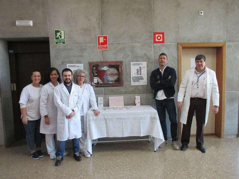 Mesa informatia sobre SIDA en el Hospital de Manises. EPDA