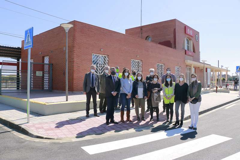 Autoridades en la inauguración del aparcamiento en Puçol