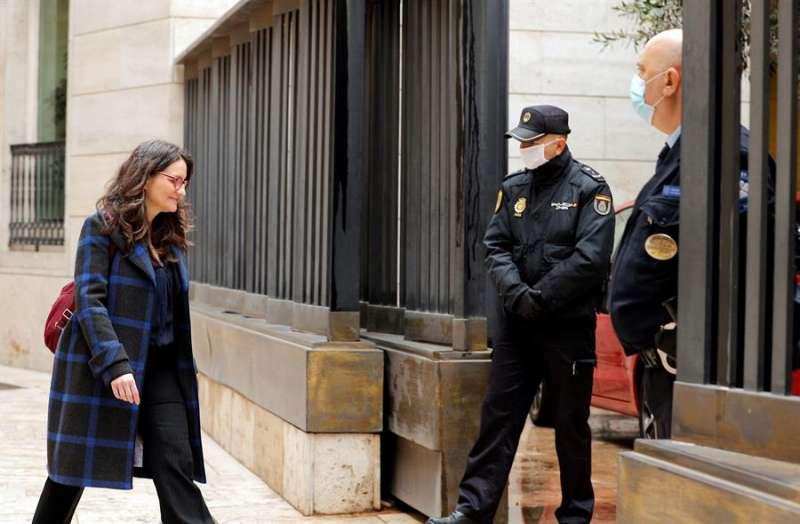 La vicepresidenta del Gobierno valenciano, Mónica Oltra, a su llegada a Les Corts. EFE