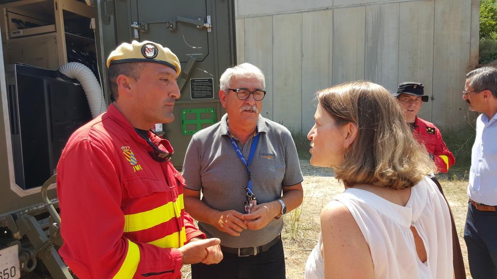 Elena Cebrián con el teniente Coronel de la UME, Javier Moreno.