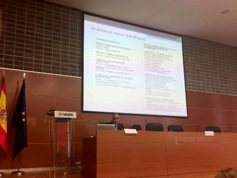 Presentació ordenança per Alfredo Pacheco, inspector cap de Policia. EPDA