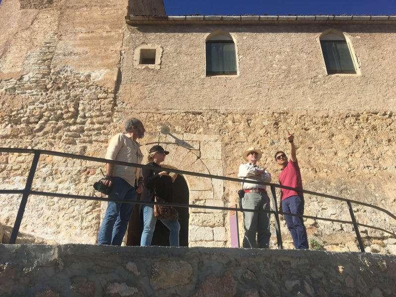 Els localitzadors americans en el Castell de Xàtiva. EPDA