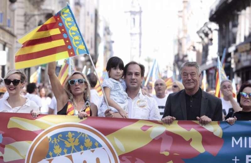 Jaume Hurtado, de blanco, en la procesión cívica del 9 d