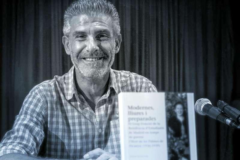 L?escriptor Wilson Ferrús amb la seua publicació