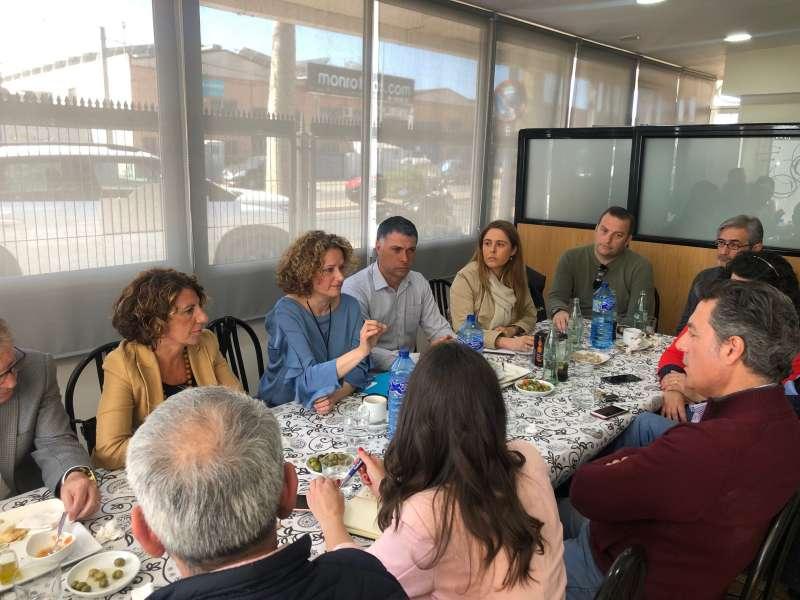 Imagen del encuentro entre las políticas y los empresarios