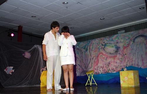 Dos dels actors de l'Escola Municipal de Teatre de Catarroja