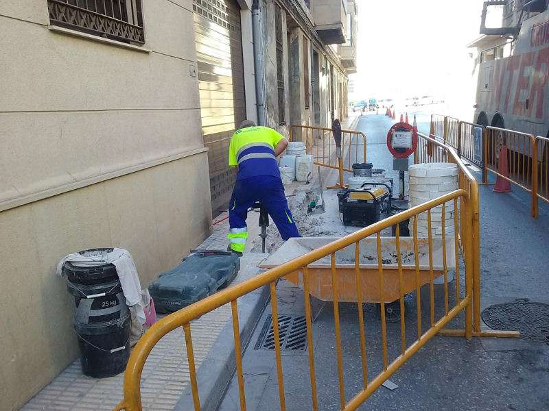 Obres a les voreres del carrer Horta de Catarroja. EPDA