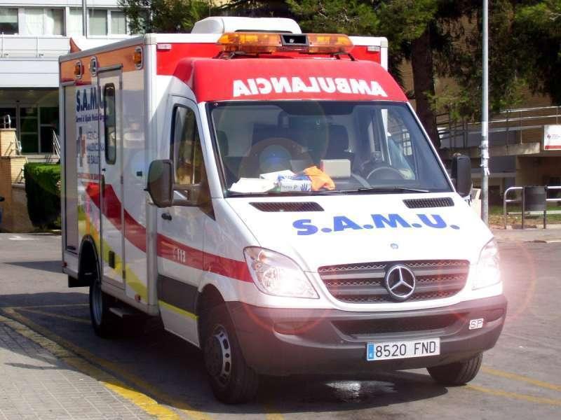 Una ambulancia del SAMU durante el traslado de los heridos