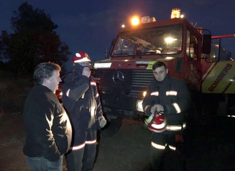 Luis Rubio con los bomberos
