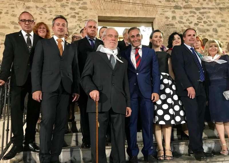 El alcalde de Torás con los invitados