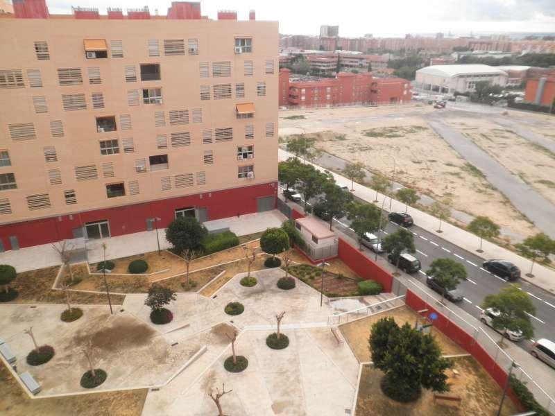 La Conselleria de Vivienda asigna cuatro viviendas protegidas en alquiler asequible en Alicante a jóvenes aplicando los nuevos criterios sociales