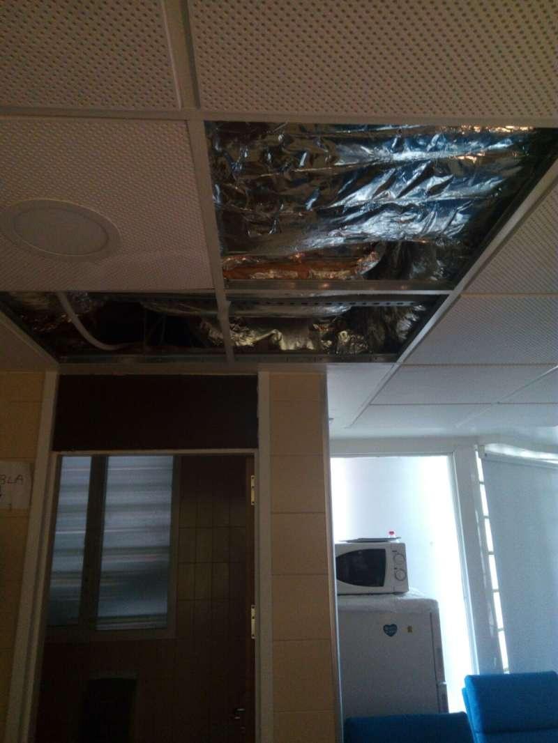 Una gotera en el hospital denunciada por el CSIF. FOTO EPDA