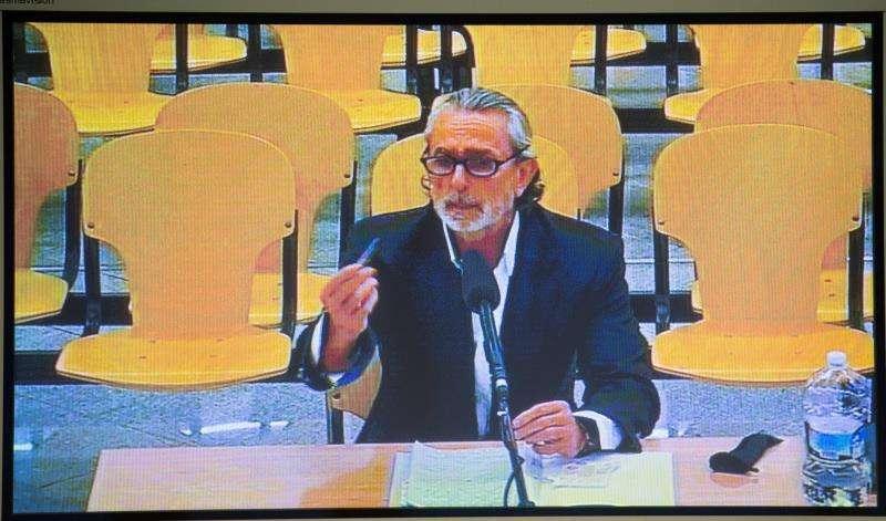 Monitor de la sala de prensa de la sede de la Audiencia Nacional de San Fernando de Henares con la declaración de Francisco Correa. EFE/Archivo