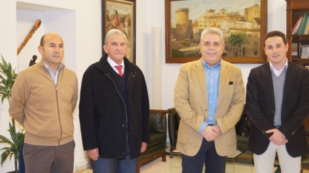 Imagen del grupo tras la reunión en el despacho del vicepresidente J.J. Medina. FOTO: DIVAL