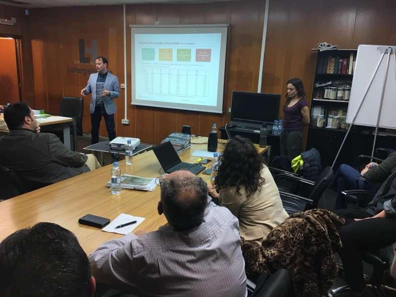 El director de la planta en el Comité Local de Información y Sostenibilidad. EPDA