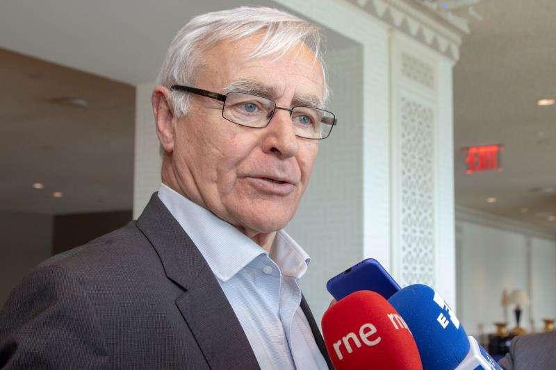 El alcalde de València, Joan Ribó, habla con la prensa. EFE