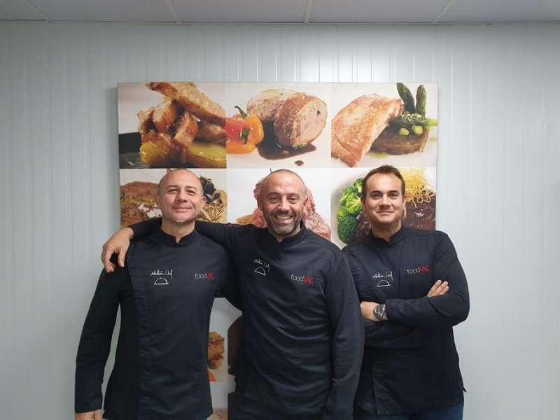 Los cocineros Miguel Arenas, David Espartero y Alejandro Villanueva, artífices de foodVAC, en una imagen promocional. - EFE