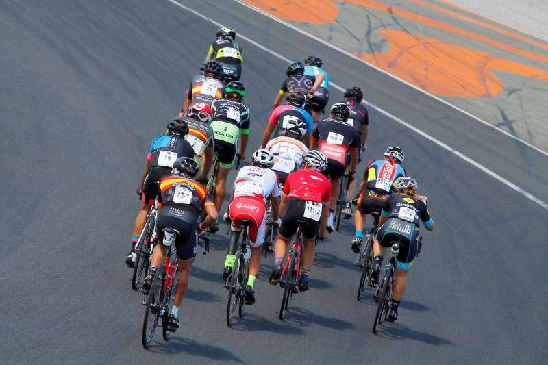 Un grupo de ciclistas durante la competición. FOTO EPDA