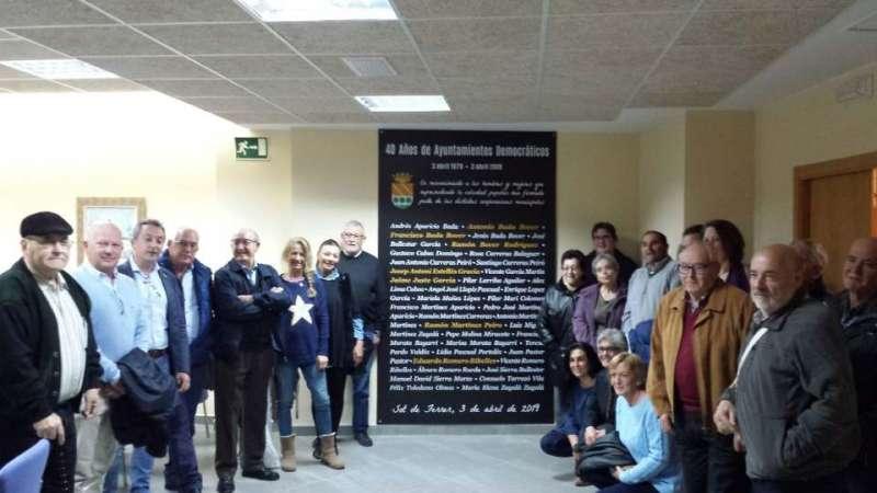 Alcaldes y concejales con la inscripción