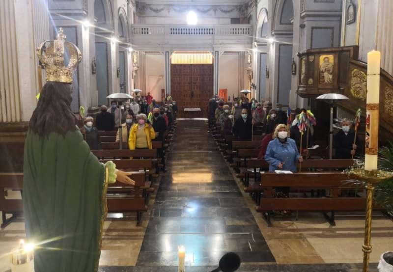 La imagen de la Esperanza presidió la misa. Foto: L.Rosalén