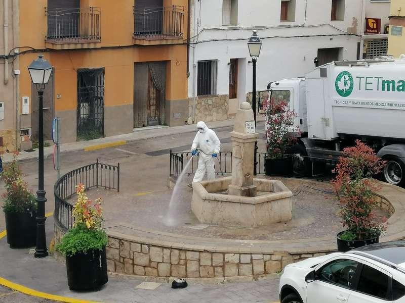 Limpieza y desinfección en las calles de Gilet. EPDA/Archivo