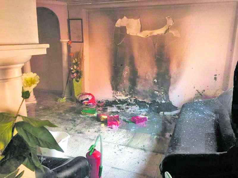 Estado en el que ha quedado el interior de la vivienda tras un incendio. EPDA