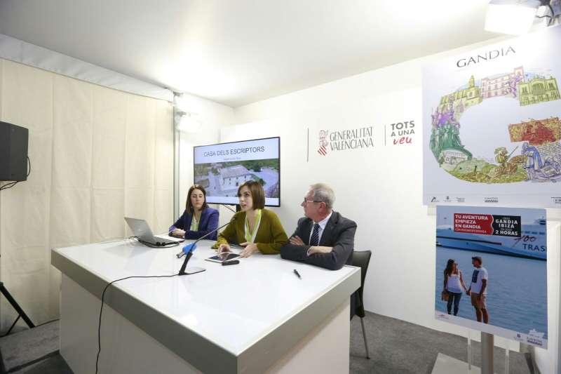 La alcaldesa de Gandia en la presentación de los nuevos proyectos en Fitur 2018, como primera ciudad capital cultural valenciana.