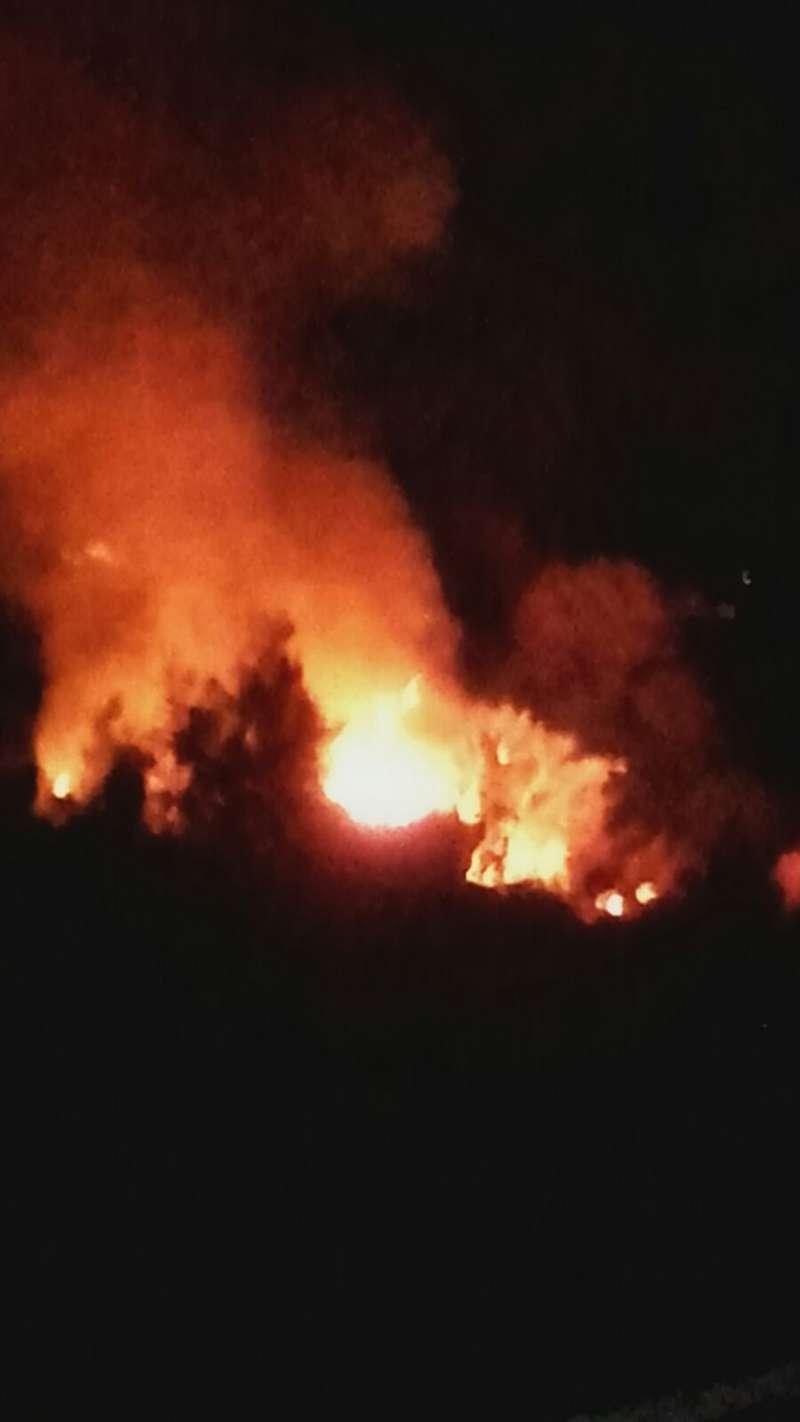 Imagen del incendio declarado en Estivella. EPDA