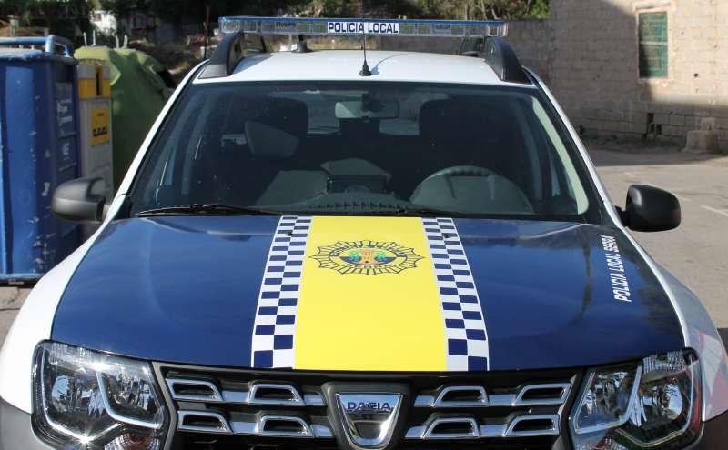 Uno de los coches de la policía de Serra. //EPDA