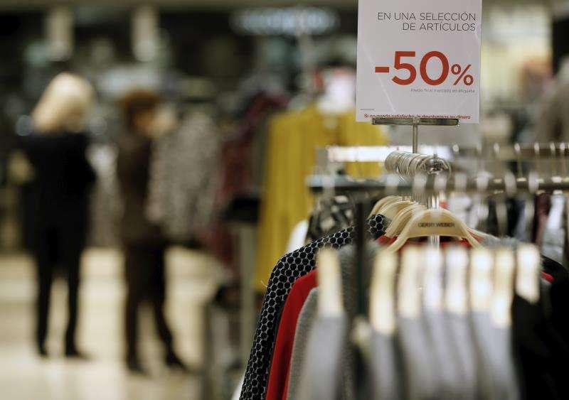 Imagen de un comercio de València en rebajas. EFE/Archivo