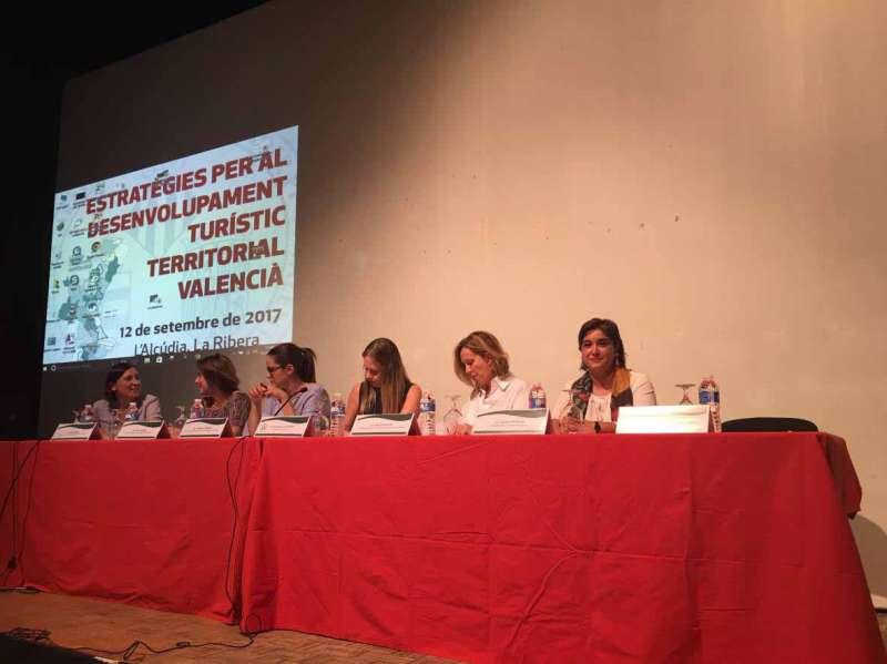 Natalia Antonino en el congreso de turismo. EPDA